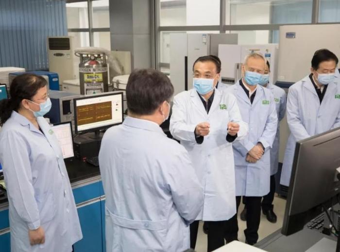 李总理考察中国医科院:早一天发现有效药,这个病毒就不可怕了