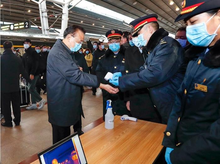李克强赴北京西站考察有序错峰返程和新冠肺炎疫情防控工作