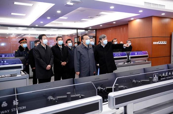 李总理赴北京西站考察有序错峰返程和新冠肺炎疫情防控工作